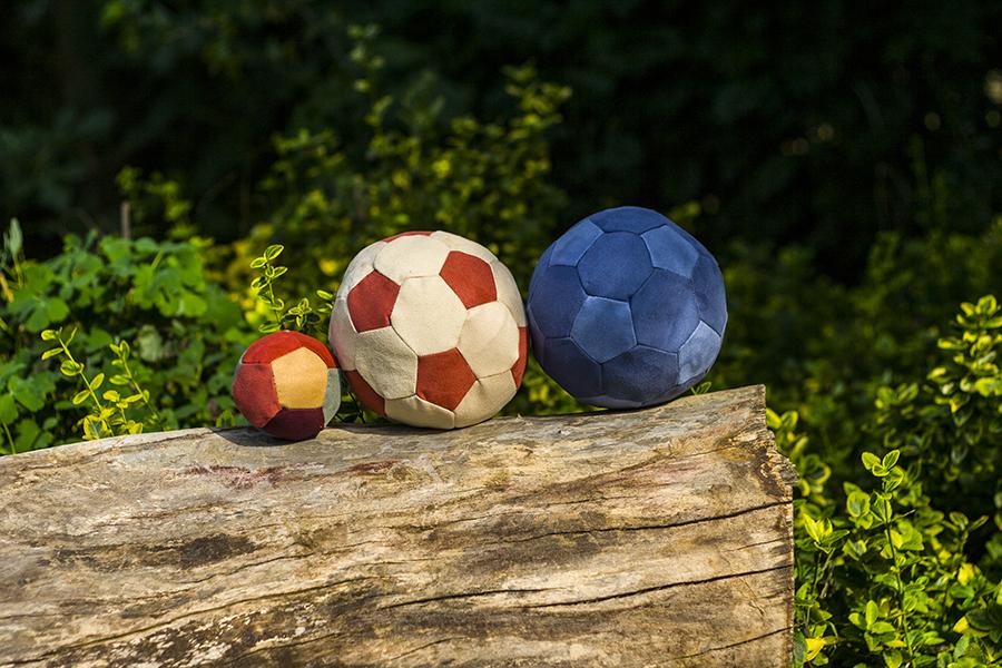 Velúr focilabda különböző méretekben és színekben